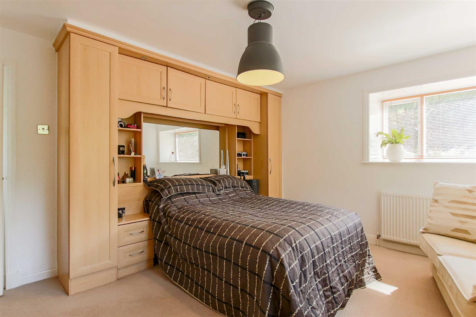 4 Bedroom Detached House For Sale - p006990_12.jpg